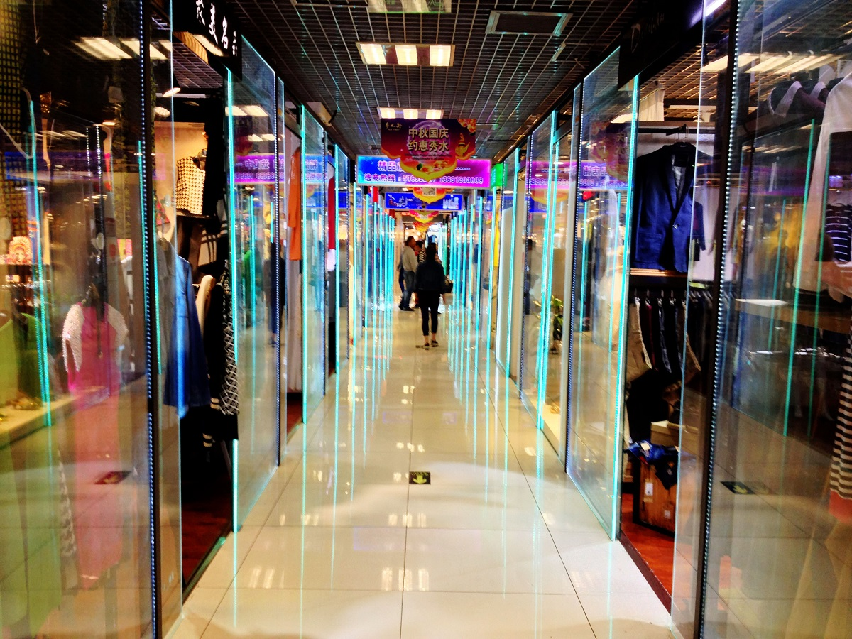 shop-for-clothing-and-accessories-in-Beijingi