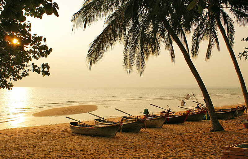 Why You Should Not Miss Visiting Pattaya When Travelling in Bangkok - Jomtien Beach in Pattaya
