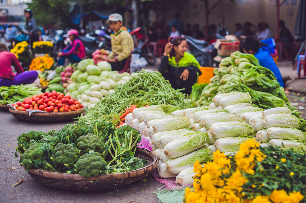 5 Amazing Experiences to Try in Ho Chi Minh City - Vietnamese local market