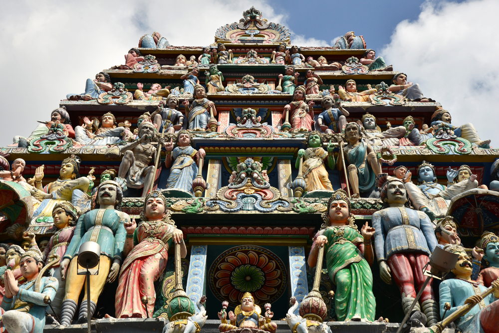 The Best Ways to Maximize your Singapore Layover - Sri Mariamman Temple in Singapore Chinatown