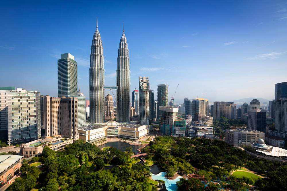 10 of the Most Spectacular Skyscrapers in the World - Kuala Lumpur Petronas Towers