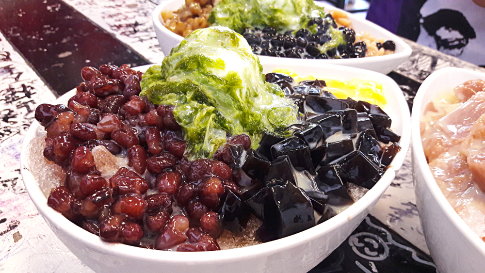 14 Must-try Street Food in Taipei - Shaved ice - shaved ice mountain - shaved ice snow