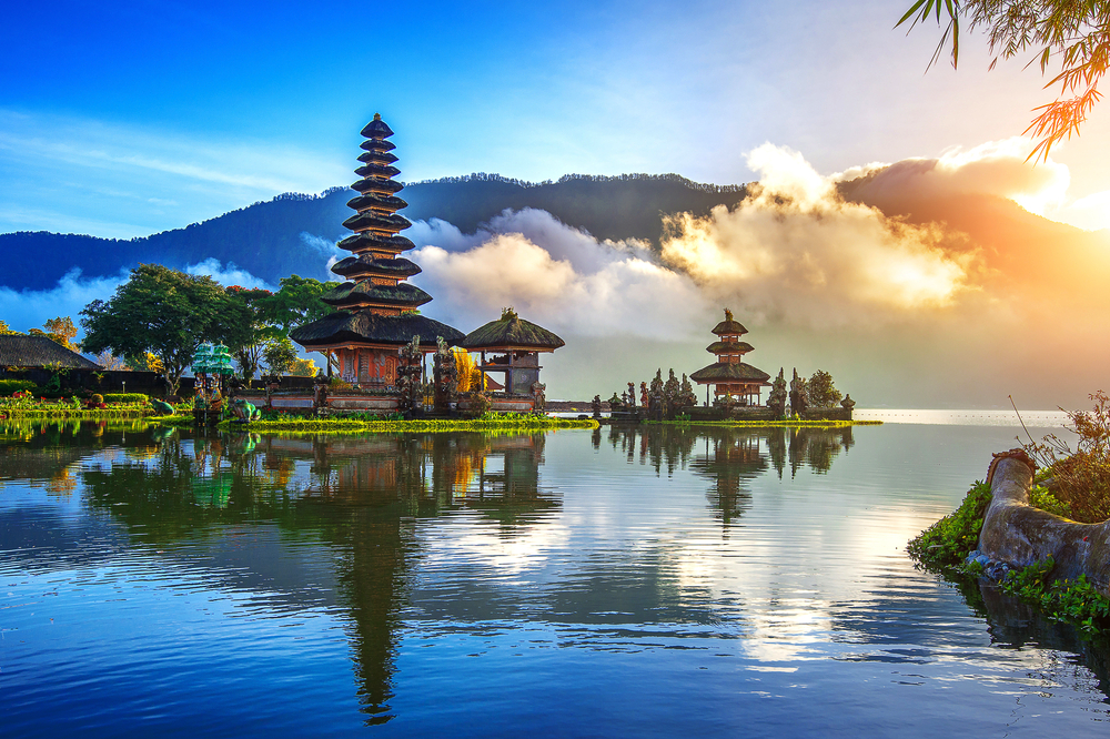 19 of the Most Noteworthy Temples to Visit in Southeast Asia - Pura Ulun Danu Bratan