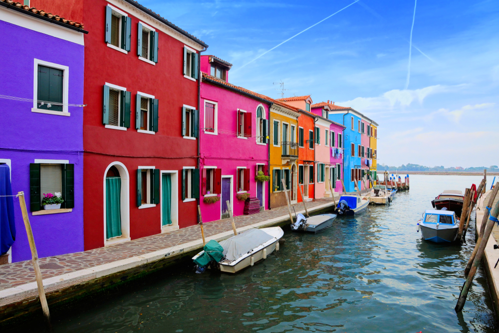 16 Awesome Travel Destinations to Visit in Italy - Burano Island