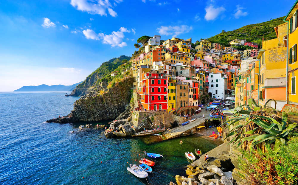 16 Awesome Travel Destinations to Visit in Italy - Cinque Terre