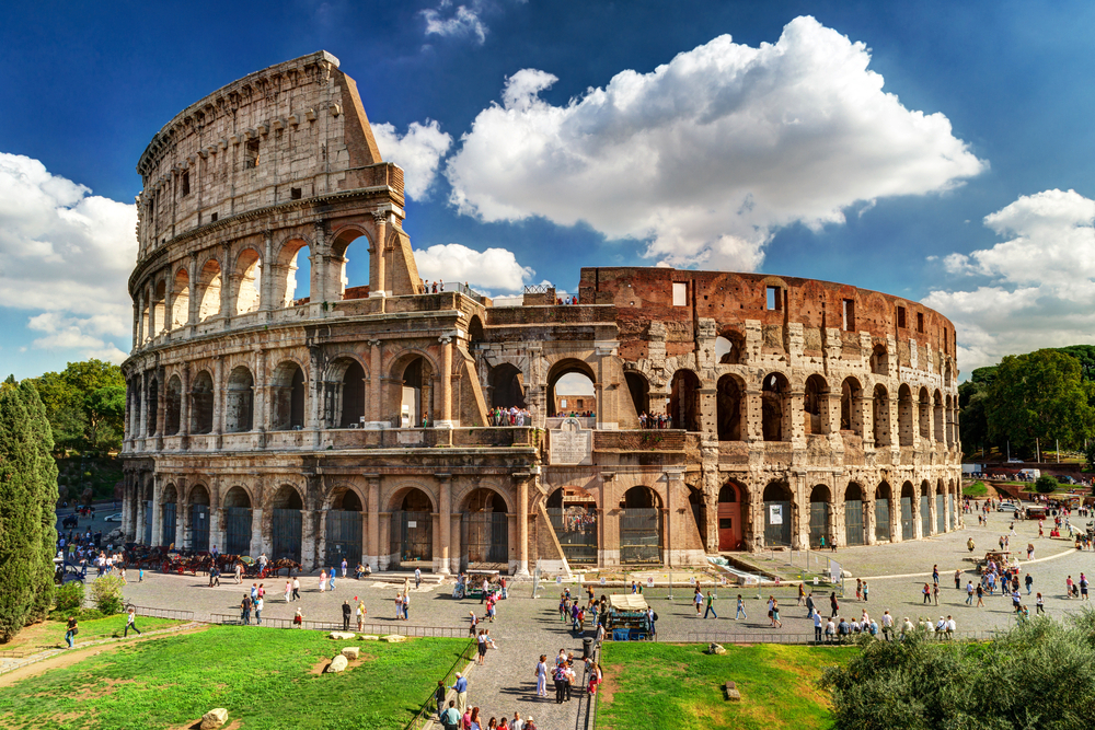 16 Awesome Travel Destinations to Visit in Italy - Colosseum, Rome