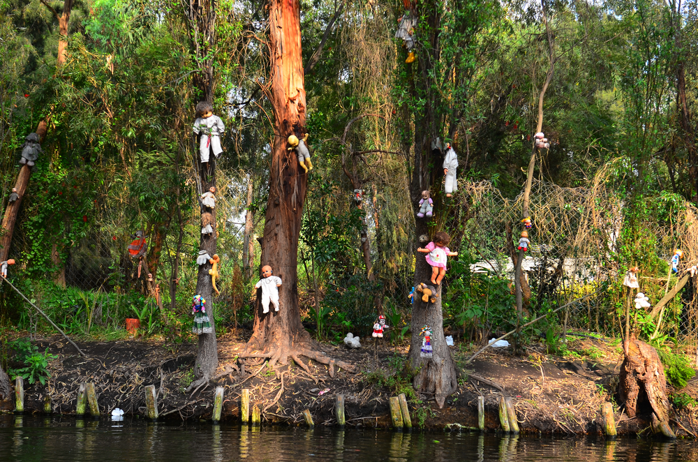 Terrifying Places that Will Surely Scare the Wits Out of You - Xochimilco Island of Dolls in Mexico