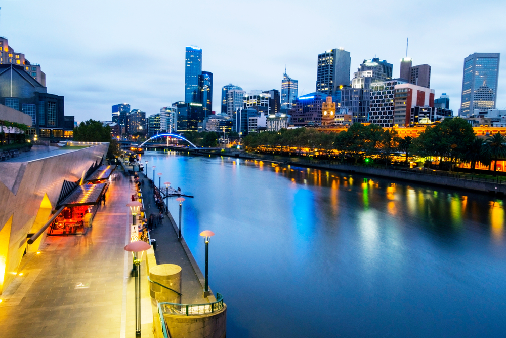 Melbourne City Guide - How to Spend 72 Hours in Melbourne - Yarra River at night