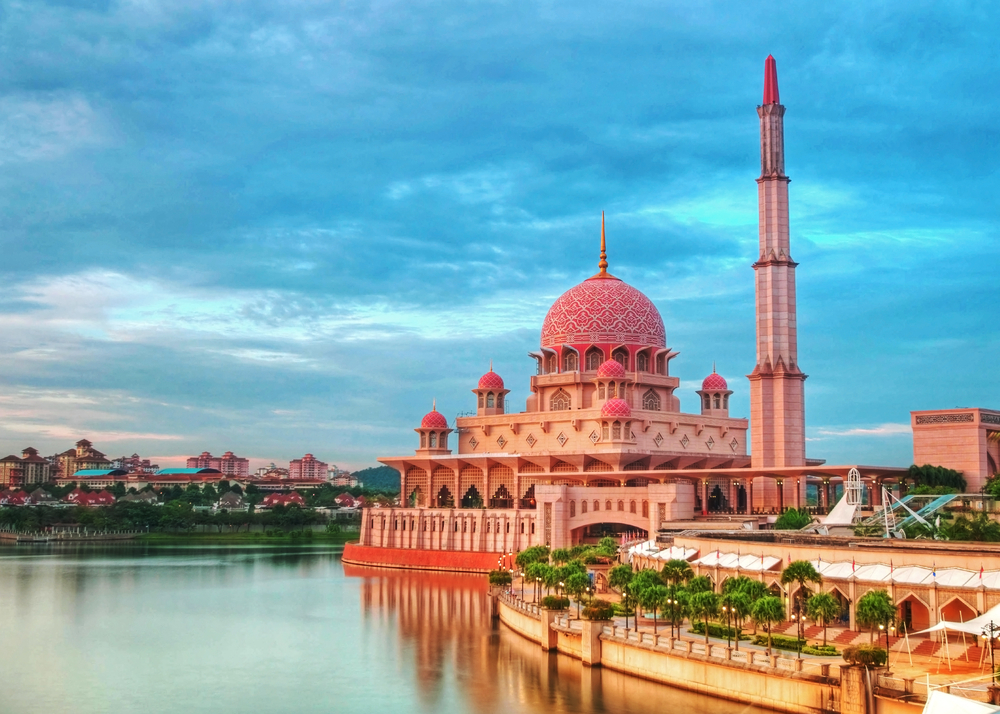 City Guide - Discover Kuala Lumpur in 4 Days - Putra Mosque