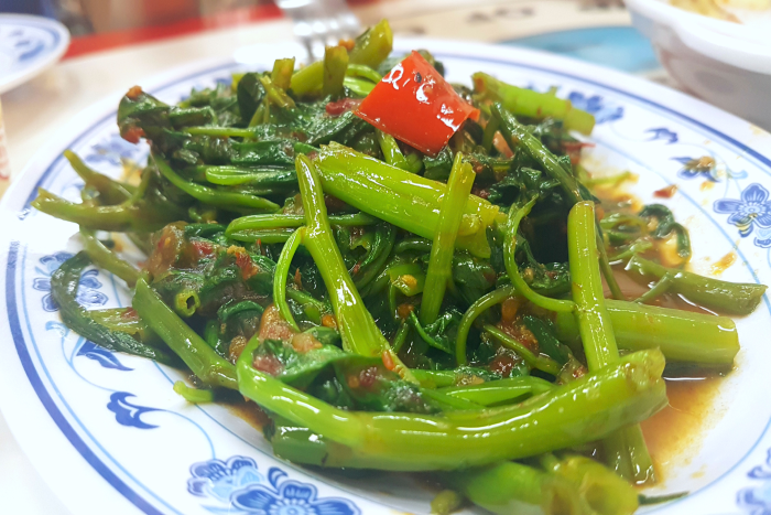 food lovers' guide to Singapore: stir-fried green vegetables
