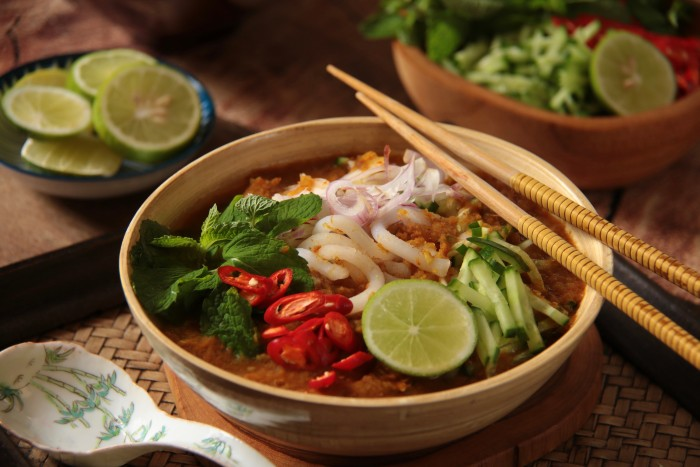 food lovers' guide to Singapore: laksa in a bowl