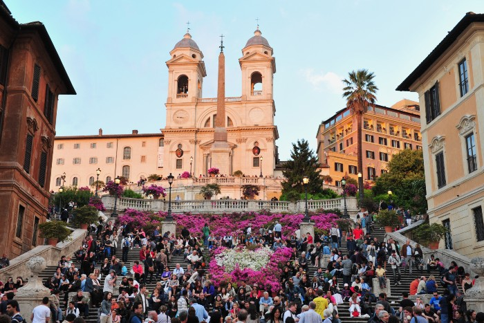 best times to visit Rome: the centre of Rome with a huge crowd gathering